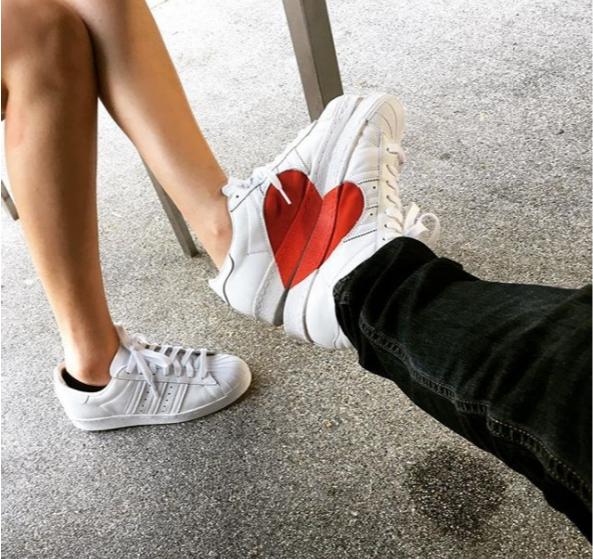 เท้าผ้าใบคู่